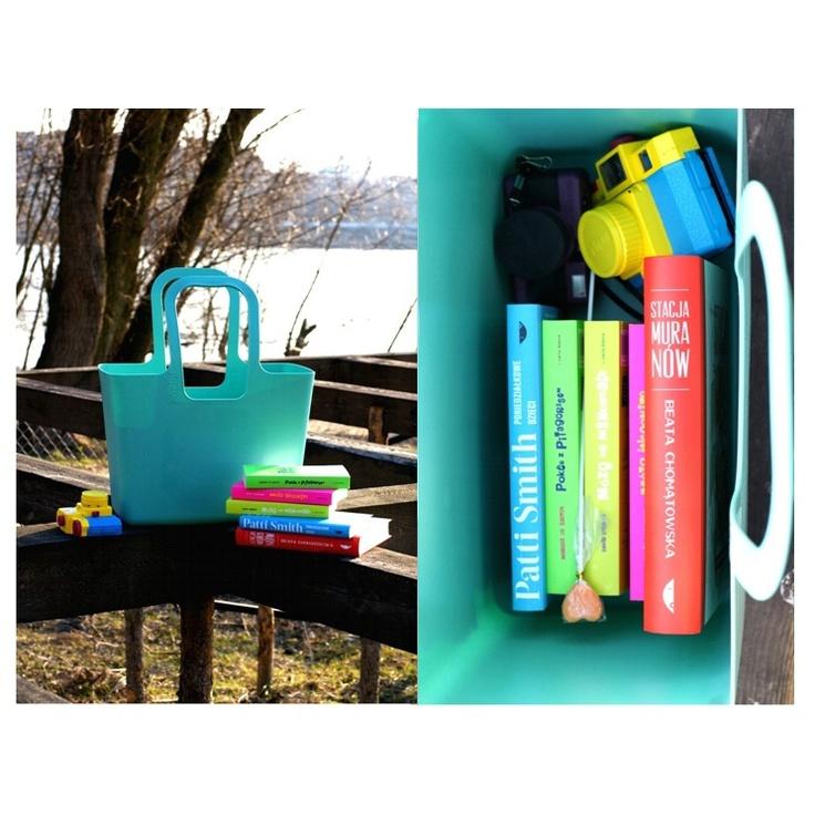 Kolorowa, dizajnerska, ale przede wszystkim pojemna! Torba Koziol XL na przykład na… książki :) Znajdziecie ją w naszych salonach