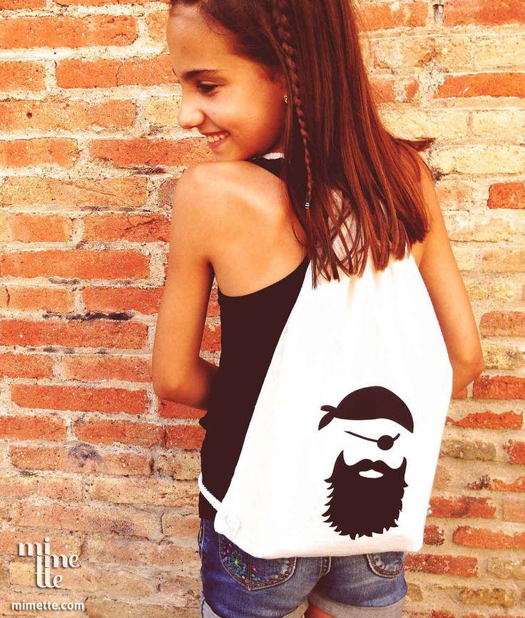 Mochila personalizada con el Parche Pirata. También para complementos molones y para toda la familia. Diy. Personalizar. #MimetteShop