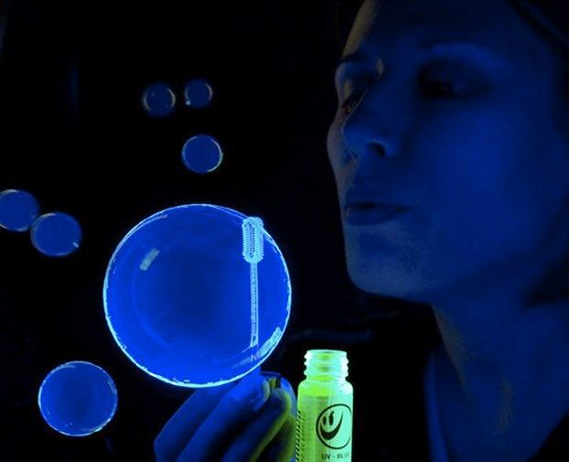 Glow in the dark bubbles: Black Light Bubbles, Kids And Things, Blacklight Trance, Dark Bubbles Break, Bubbles Break Glow, Black Lights, Ideas Kids, Fun, Andrea S Stuff