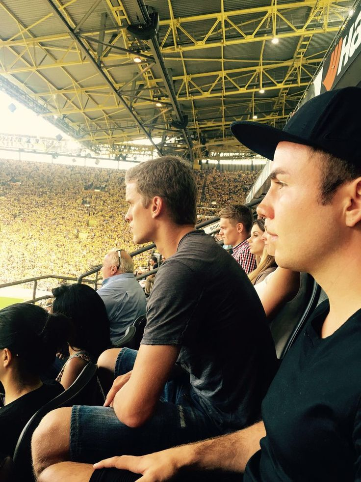 "Mario Götze บนทวิตเตอร์: ""Very good atmosphere among the BVB fans and with…"