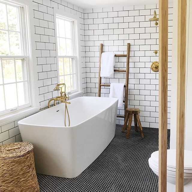 Anissa House Seven Design And Build Domino Instagram Takeover With Images Small Bathroom White Bathroom Refinish Bathtub