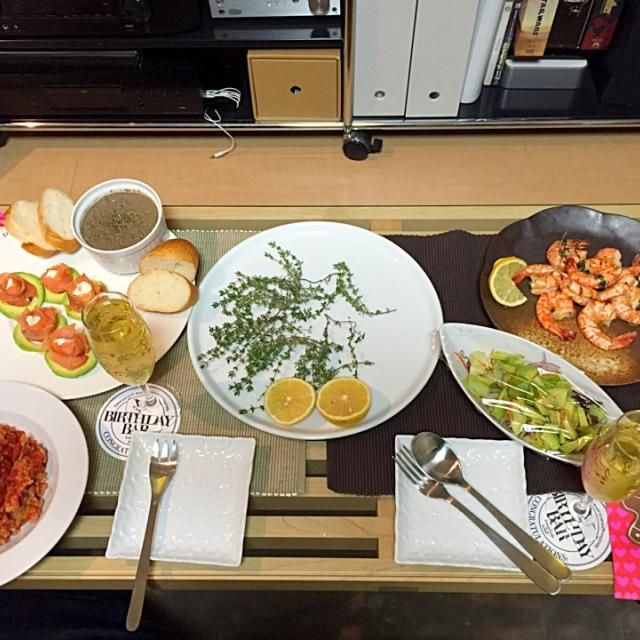 レバームース スモークサーモンとアボカド えびのガーリックチーズ焼き サラダ シーフードリゾット - 6件のもぐもぐ - ローストチキン☆以外 by まどかキムチ