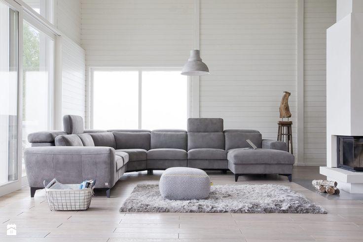 sofa do dużego salonu w kolorze szarym
