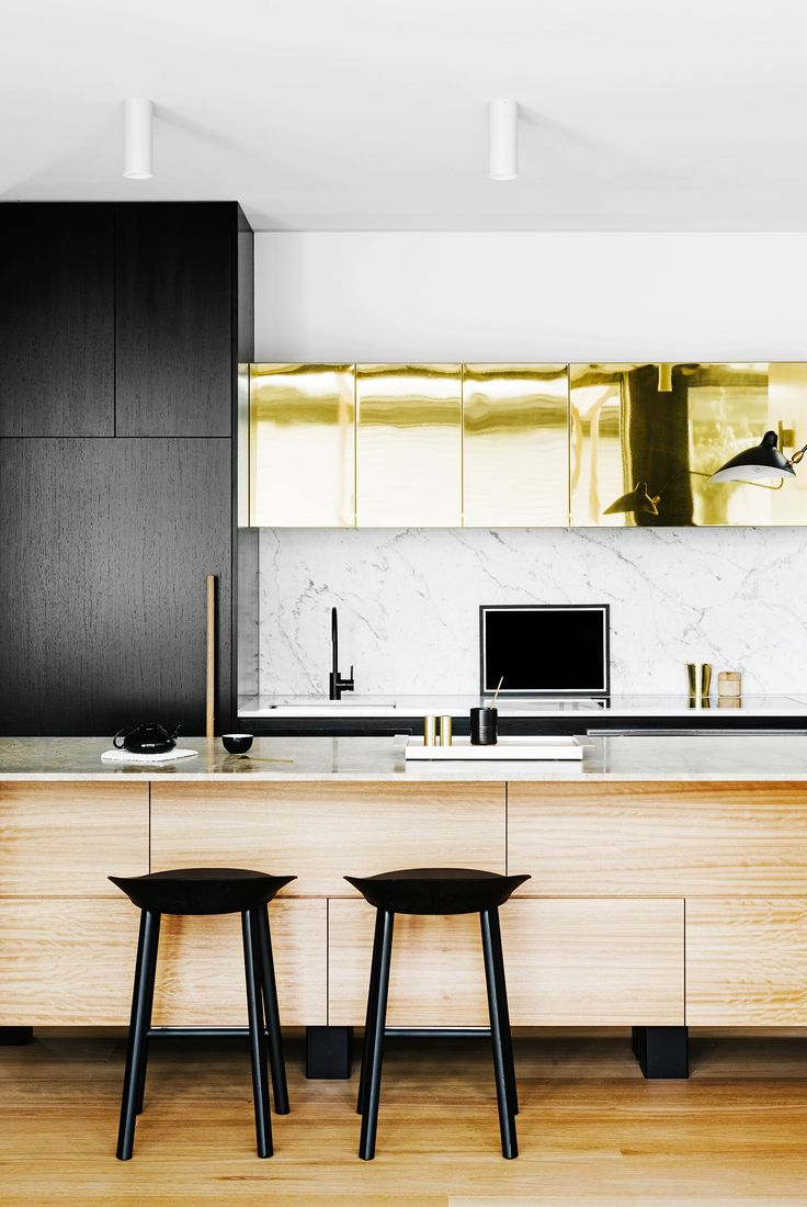 "**2. Top brass** A luxurious stretch of gleaming polished brass heightens the sophisticated glamour of this Melbourne kitchen. The brass sheeting used to clad the overhead cupboards was a stroke of genius by interior designer [Fiona Lynch](http://www.fionalynch.com.au/?utm_campaign=supplier/|target=""_blank""). She has used the shimmering, reflective surface as a beautiful foil to the otherwise restrained palette of natural blackbutt timber, black joinery and marble surfaces.: [object Object]"