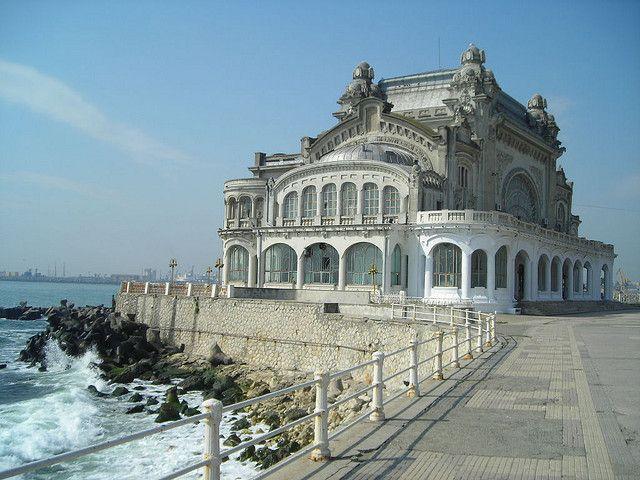 Das alte Casino von Constanţa am Schwarzen Meer. Erbaut vom Architekten Daniel Renard von 1904 bis 1910 (oder 1911) und eingeweiht von Prinz Ferdinand von Rumänien.     If you fancy casino you can findeverything about it here.