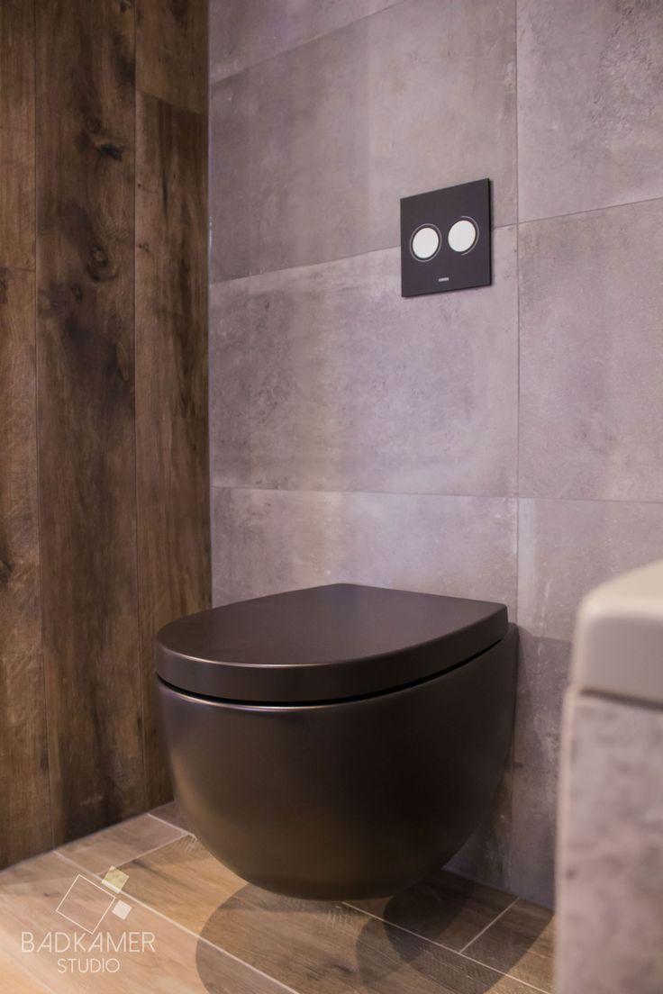 25 beste idee n over zwarte tegels op pinterest donkere badkamers zwarte douche en penny - En grijze bad leisteen ...