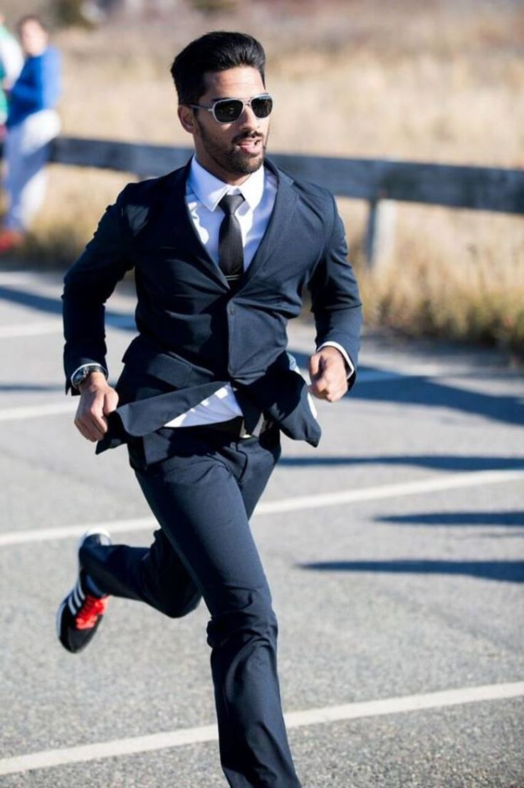 This guy ran a half Marathon, in a SUIT !