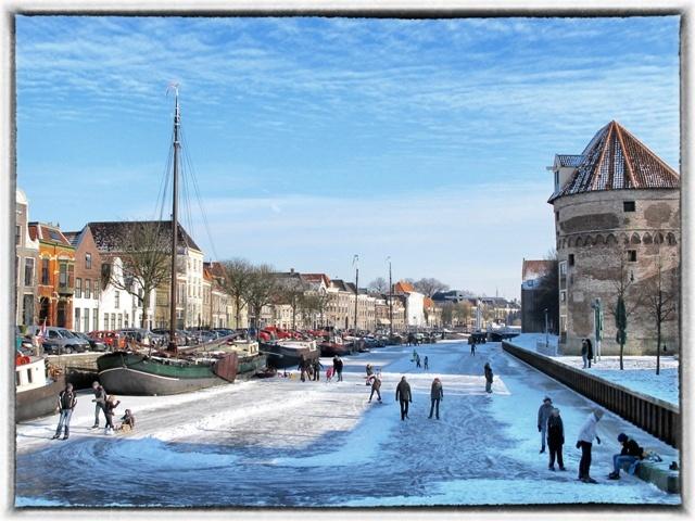 Zwolle was de afgelopen dagen schitterend mooi met het ijs en de sneeuw. Helaas is de dooi alweer ingevallen.