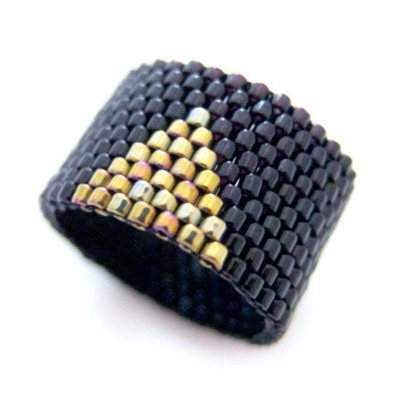 Bague de Triangle d'or anneau noir perlé bague par JeannieRichard