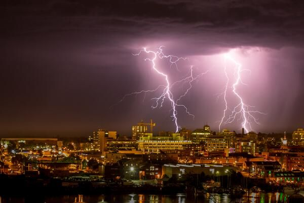 https://www.google.com.au/search?client=firefox-b&dcr=0&biw=1429&bih=692&tbm=isch&sa=1&ei=xVEvWoriJomW8wXe_K7oDQ&q=thunderstorm+british+columbia&oq=thunderstorm+british+columbia&gs_l=psy-ab.3...6875.6875.0.7471.1.1.0.0.0.0.250.250.2-1.1.0....0...1c.1.64.psy-ab..0.0.0....0.0YCbC8MssU8#imgrc=VRCKcnd7wRtoAM: