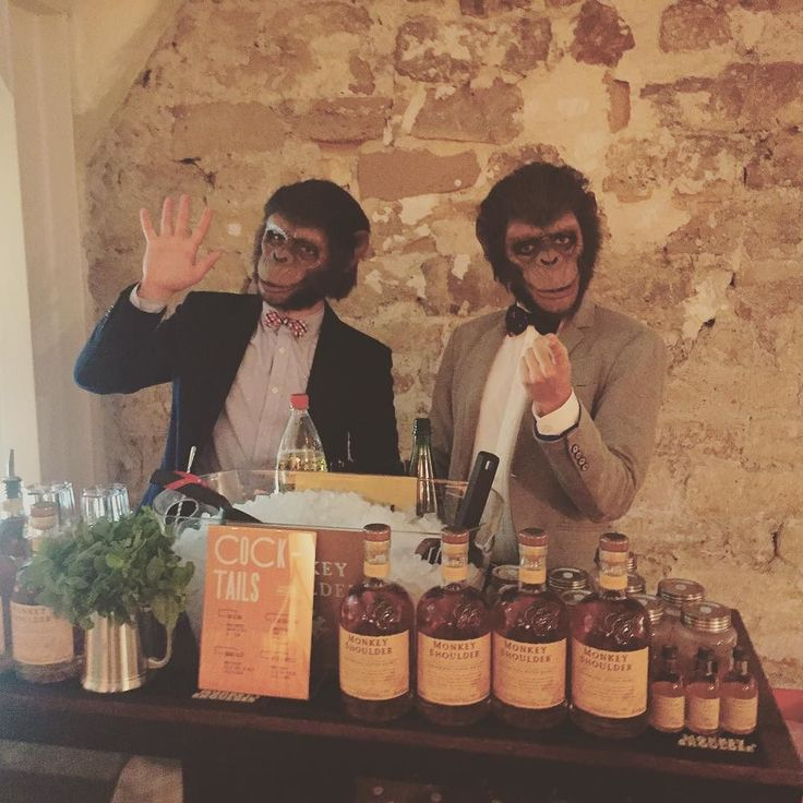 Planet of the apes au bar #OutOfTheCage #cocktail #whisky