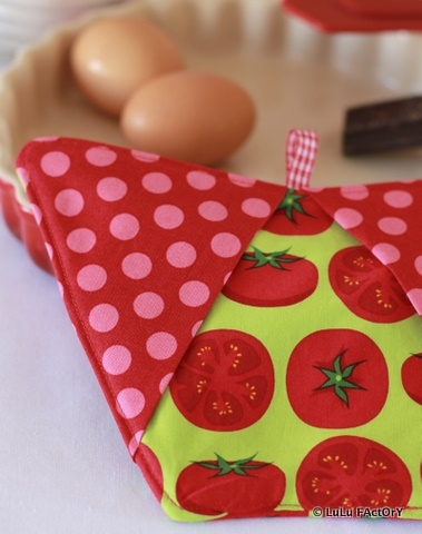 manique gant de cuisine lulu factory les premi res cr ations pinterest cuisine and. Black Bedroom Furniture Sets. Home Design Ideas