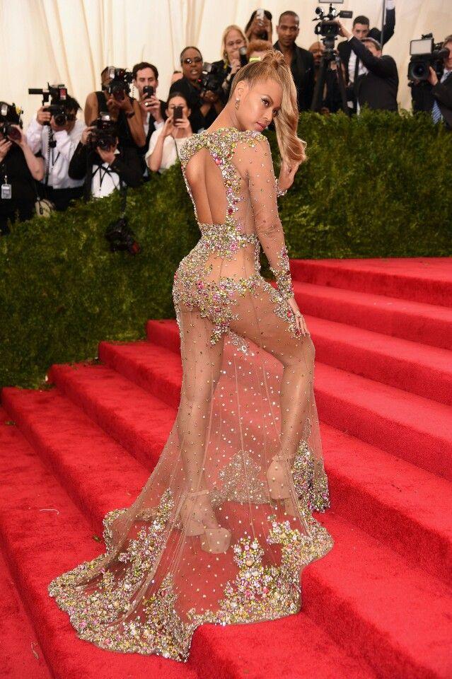 Beyonce at the 2015 MET Gala
