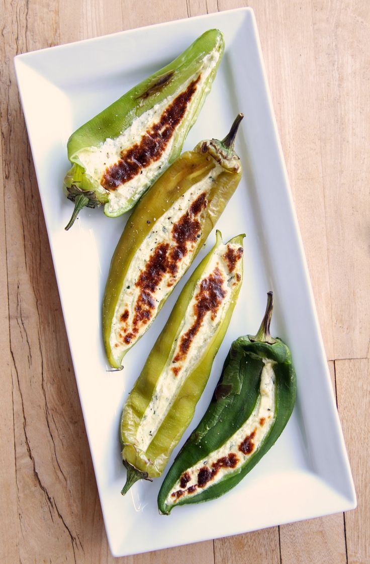 Gevulde jalapeno pepers, de vulling is gemaakt van feta. Ook leuk om te doen met kleine paprika's.