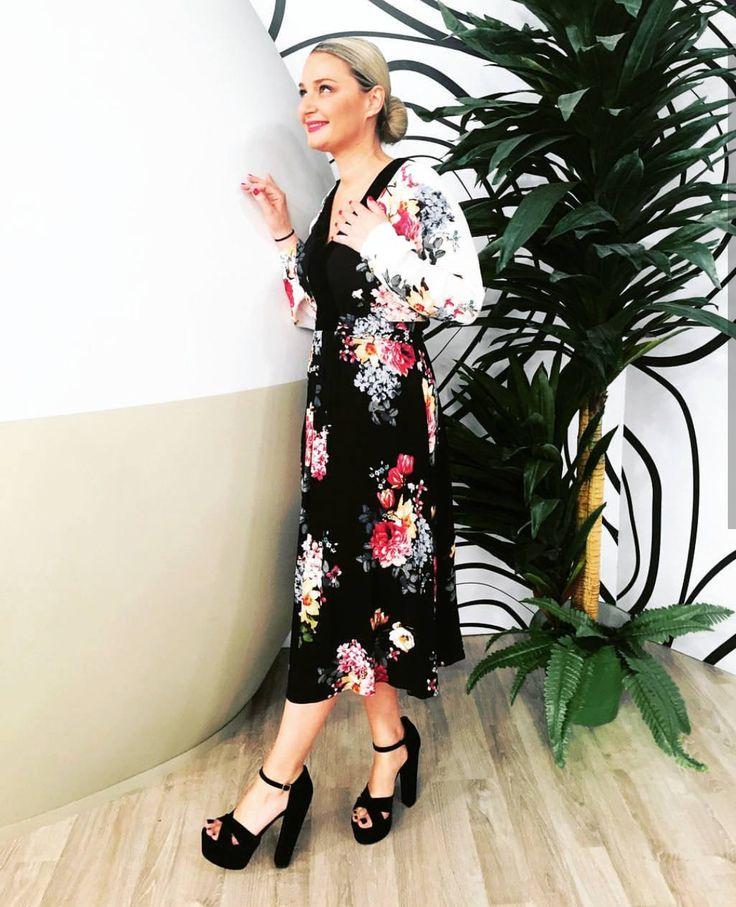 SANTE block high heeled sandal for stunning looks! Black