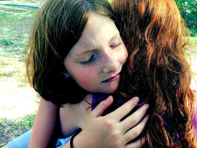 Warum wir unsere Kinder nicht dazu auffordern müssen, sich zu entschuldigen und wie sie es dennoch lernen