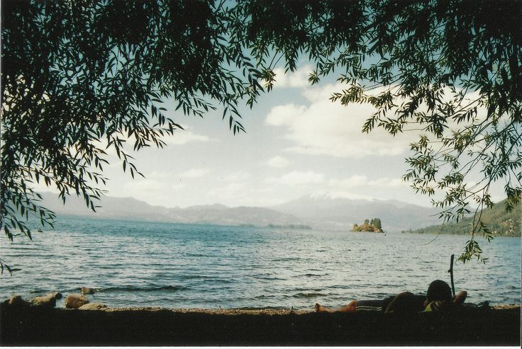 https://flic.kr/p/BU4Jma | Verano, Calafquen, Volcán Villarrica. |  Nikon FM2 + 35 - 80 mm 4.0 Nikkor D.   Kodak, UltraMax 200.  10x15 Matte  HP Scan