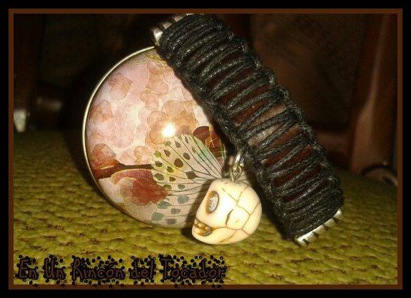 Pulsera de cuero y cuerda con calavera