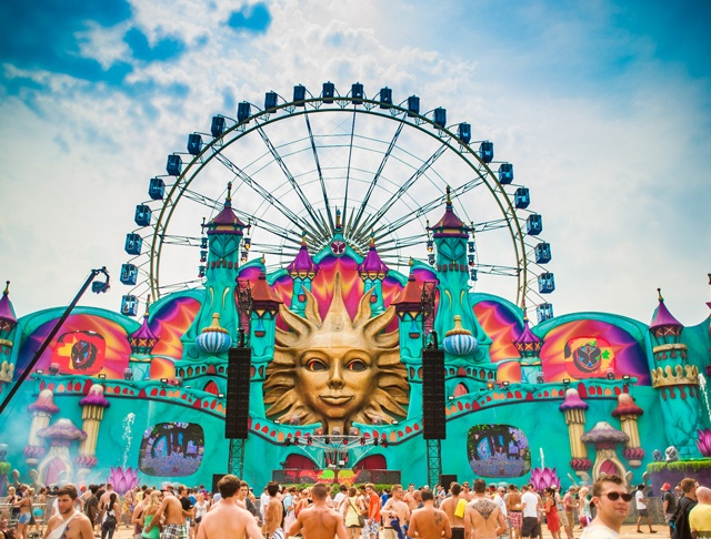 Tomorrowland 2012 in Boom, Belgium...I must go to this in 2014. At least I will get to experience TomorrowWorld 2013 in Chattahoochee Hills, GA this September.