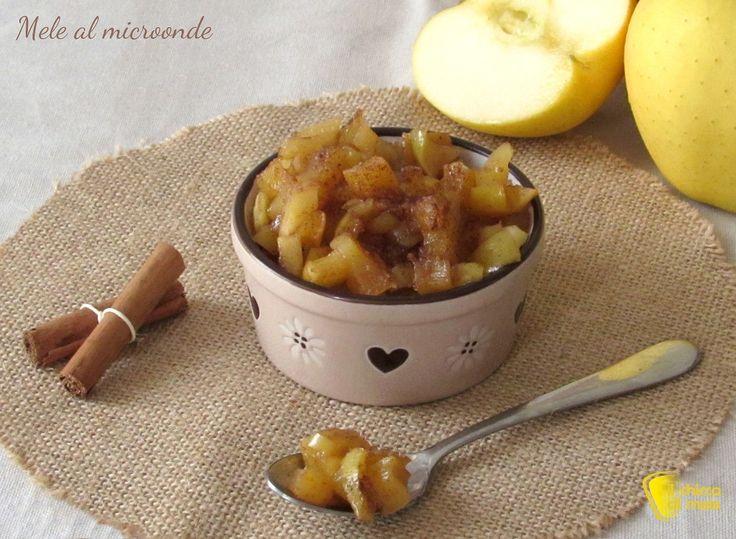 Mele cotte al microonde, ricetta. Come preparare le mele cotte nel microonde alla cannella, dolce facile e velocissimo con poco zucchero e senza farina