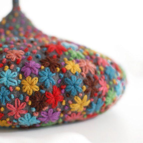 tiny toadstool beretCrochet Flower, Felt Embroidery, Needlework Art, Tinytoadstool 毒蘑菇Siver图片专辑堆糖网, Tinytoadstool Poison, Tiny Toadstool, Stitches, Embroidery Crochet, Embroidered Flower