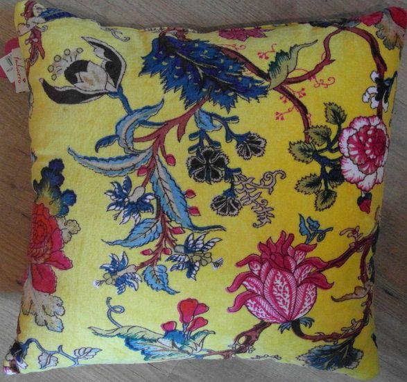 Vintage, brocante, curiosa en nieuwe kussens en meer bij opNieuw & Leuk Delft