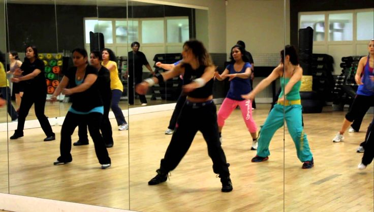 Zumba Warm Up: It goes around the World...La La La La La La! Rachel Leader