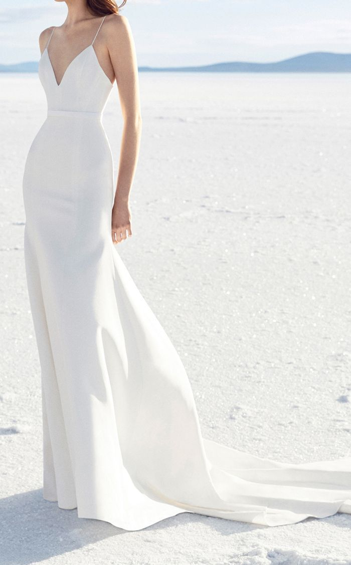 A bridal expert shares the wedding dress fabrics every bride should pay attention to.
