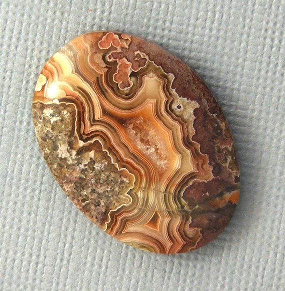 NATURAL STONE: Lace Agate
