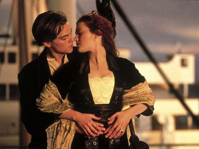 "Jack Dawson (Leonardo DiCaprio) y Rose DeWitt Bukater (Kate Winslet) en ""Titanic"" (1997)"