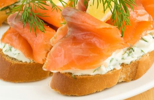 29 best images about pasabocas navide os on pinterest - Tapas con salmon ahumado ...