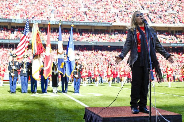 Melissa Etheridge Photos - Recording artist Melissa Etheridge performs the national anthem prior to the game between the Pittsburgh Steelers and Kansas City Chiefs at Arrowhead Stadium on October 15, 2017 in Kansas City, Missouri. - Pittsburgh Steelers vKansas City Chiefs
