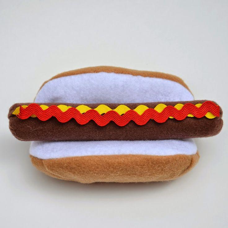 ikat bag: Hot Dog! -- tutorial for making felt hot dogs :)