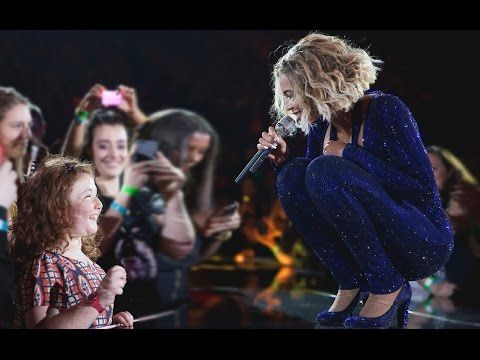 Top 10 Singers Surprised by Fans Singing Skills (ft. Beyonce,Ariana Gran...