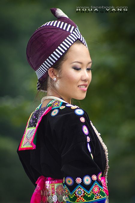 traditional_hmong_clothes_by_houavang-d57nanu.jpg (450×675)