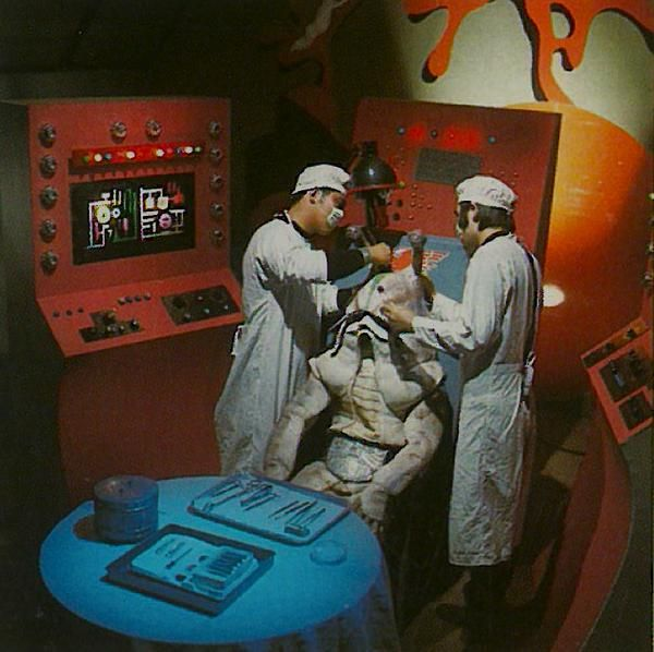 Slug Monster Namekujira gets an artificial brain (Kamen Rider, 1972)