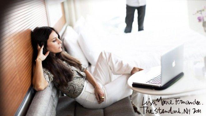 Lisa Marie Fernandez, The Standard - Je suis complètement fan du style de ma copine Lisa Marie (et je prends plein de photos d'elle), ses grands pantalons, ses chemises Equipment serrées par un noeud à la taille et les chaussures à plateau Céline qu'elle collectionne. J'ai même un peu essayé de la copier, mais sur moi ce look ne...