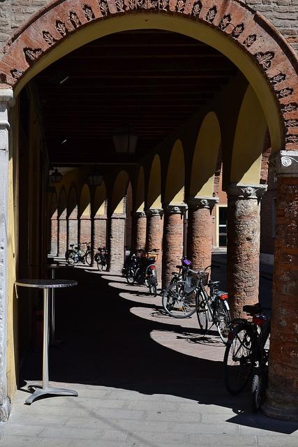 Sotto i portici di Ferrara