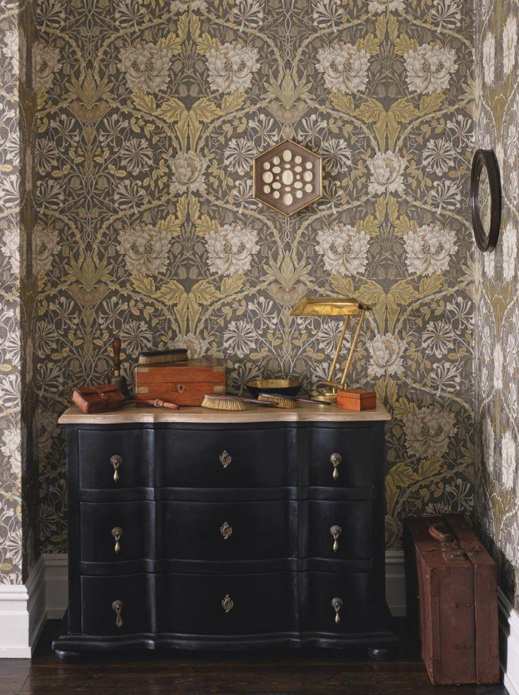H&A June 2016 floral prints http://www.homesandantiques.com/feature/interiors/inspiration/how-use-william-morris-prints-brighten-your-home