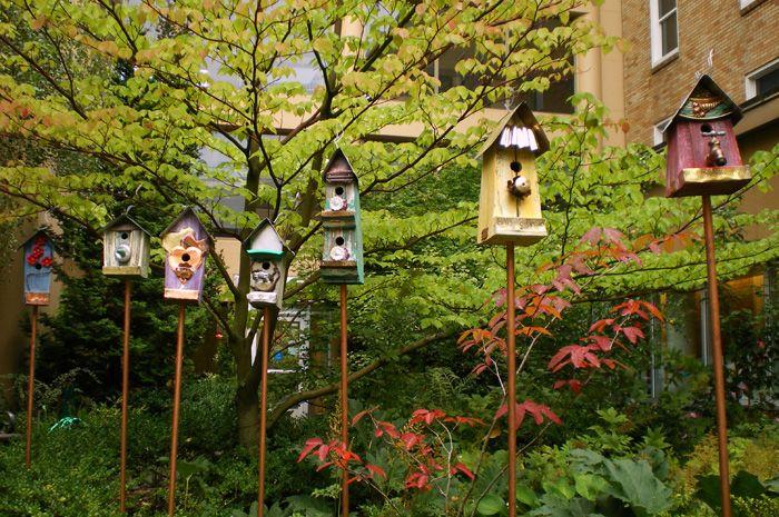 birdhouses: Birdhouses, Decor Ideas, Birds Gardens, Birds Feeders, Birds Houses, Back Gardens, Bird Houses, Gardens Design, Children Gardens