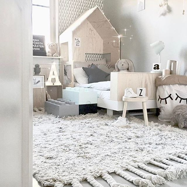 Look at that rug   @mz.interior   #rug #boysroom #gutterom #girlsroom #jenterom #interiør #inspo #barnerom #barneinteriør #barneinspo #barneromsinteriør #gravid #nyfødt #newborn #babyroom #barsel #mammaperm #mammalivet #småbarnsliv #interior #kidsinspo #kidsinterior #kidsdecor #nursery #nurserydecor #barnrum