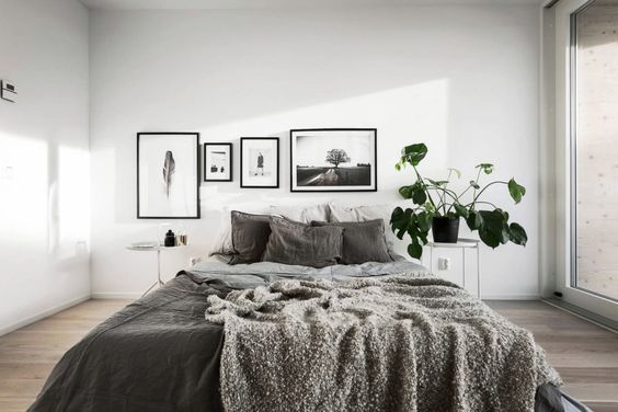 Scandinavian photo art from printler.com, in white bedroom with wooden floors and dark bed sheets. Interior design by @scandinavianhom