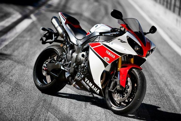 2012 Yamaha R1 with Akrapovic