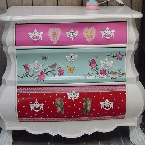 OMG this is soooo cute for a little girls room!