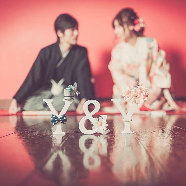 イニシャルオブジェと一緒に撮る可愛いウェディングフォト | marry[マリー]