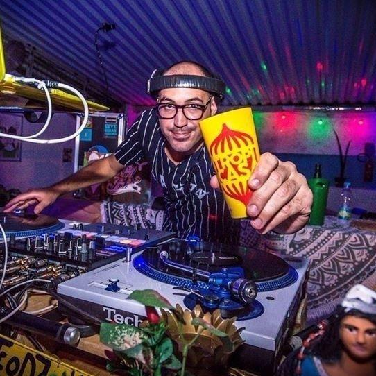"""64 curtidas, 1 comentários - Site Roberta Jungmann (@siterobertajungmann) no Instagram: """"DJ 440 celebra os três anos da Tropicasa. Vem saber mais detalhes no www.robertajungmann.com.br…"""""""