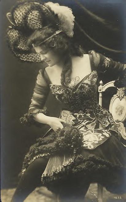 Elegant lady - ✯ http://www.pinterest.com/PinFantasy/lifestyles-~-belle-%C3%A9poque-y-a%C3%B1os-1920-arte-y-moda/
