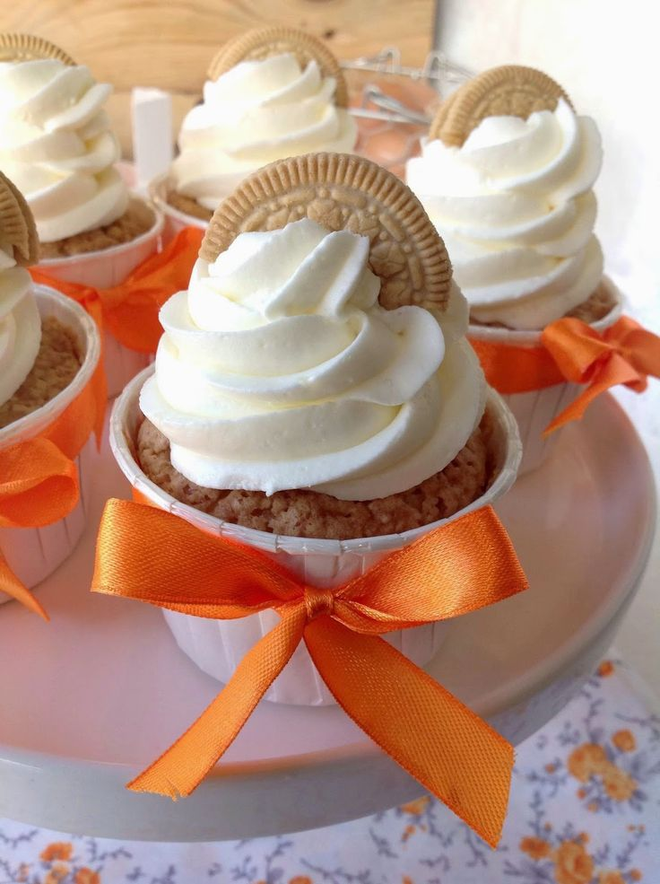 Golden Oreo cupcakes filled with orange curd - Cupcakes de Oreo doradas rellenos de orange curd (English recipe included)