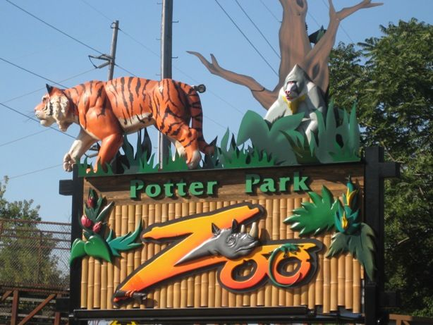 The entrance to Potter Park Zoo in Lansing Michigan - the best weekend entertainment for kids!