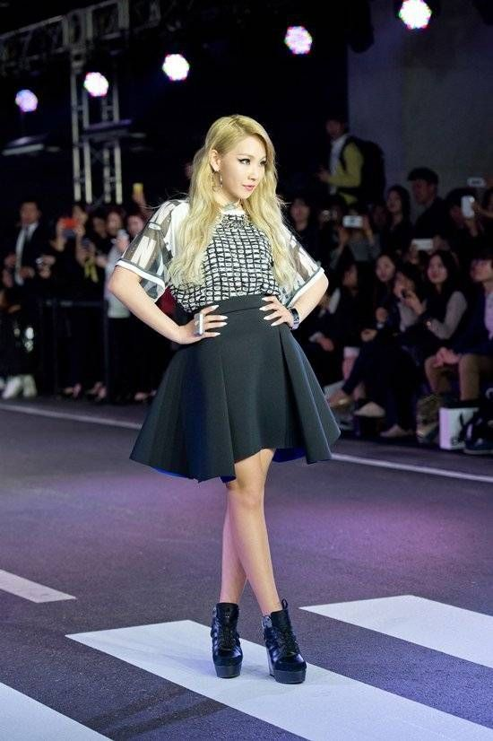 2NE1's CL walks the runway at the 'DKNY' fashion show | allkpop.com